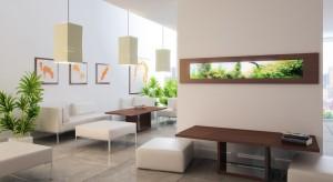 Akwaria wiszące na ścianie niczym dekoracje, a przy tym spełniające wszystkie funkcje akwariów stojących.
