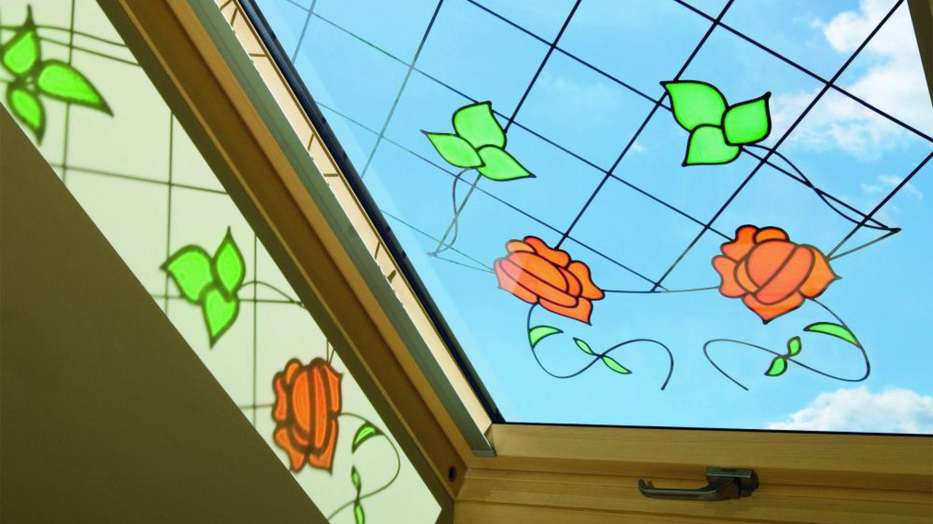 okno dachowe z witrazem Fakro.jpg