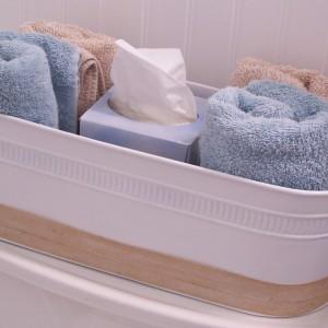 Zestaw ręczników i chusteczek w metalowym pojemniku, Fot. Ranzom.