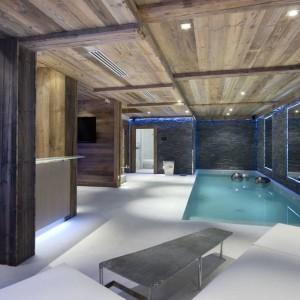 Strefa relaksu - jest tu basen, sauna, pokój do masażu, pokój wypoczynkowy. Fot. Chalet Eden Courchevel.