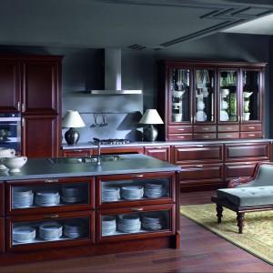 Stylowe meble drewniane z kolekcji Luizjana w romantycznym wydaniu. Każdy detal buduje w tej kuchni atmosferę i wyjątkowy klimat. Wycena indywidualna, Atlas Kuchnie.