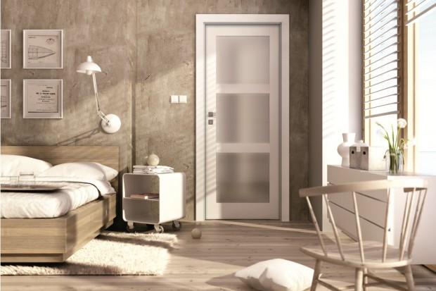 Wybór drzwi do sypialni – pełne czy przeszklone?