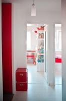 Hall.Właścicielka konsekwentnie zakochana w twórczości Pieta Mondriana. Marzyła by jej mieszkanie na każdym kroku odzwierciedlało jego sztukę