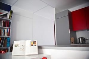Kuchnia.Właścicielka konsekwentnie zakochana w twórczości Pieta Mondriana. Marzyła by jej mieszkanie na każdym kroku odzwierciedlało jego sztukę