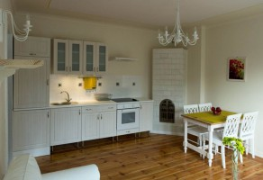 Przytulne, ciepłe i z charakterem- niewielkie mieszkanie w starej kamienicy, po generalnym remoncie - czeka na nowego, szczęśliwego właściciela.