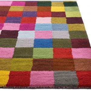 Kolorowy dywan Pixel dostępny w różnych kolorach i rozmiarach. Fot.BoConcept.