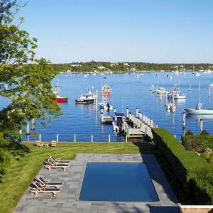 Widok z domu na zatokę. Fot. Patrick Ahearn Architects.