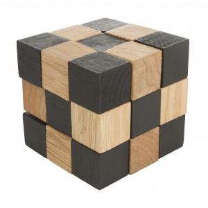 Drewniana kostka może służyć jako gadżet rozładowujący stres, jak również ozdoba biurka. Fot. Crafty Puzzles.