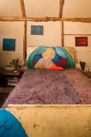 Sypialnia z wyjątkowym łóżkiem