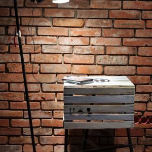 Lekki stolik nocny 3nOgi wykonany z ekologicznych materiałów. Wymiary – wys. 72 cm, szer. 50 cm, gł. 40 cm. Fot. Everi.pl.