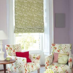 Kwiatowa roleta z tkaniny marki Jane Churchill. Fot. Jane Churchill.