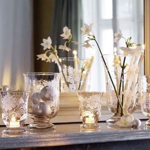 Lampion z serii Helium with Flower Ornament może służyć również jako wazon. Fot. Villeroy & Boch / Rossi.pl.
