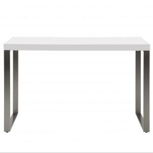 Biel i stal podkreślają minimalistyczną formę biurka. Fot. Moma Studio.
