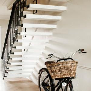 Minimalistyczne schody. Fot. Ghelamco Poland.