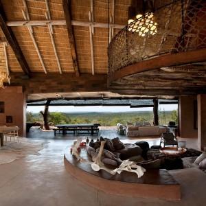 Projektanci wnętrza zadbali, aby były stylowe, ale także aby goście czuli się tu dobrze.