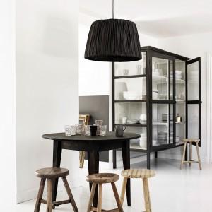 Duża lampa wisząca Shadechl-Ph. Klosz wykonany jest z jedwabiu. 238 euro (klosz), Tine K Home.