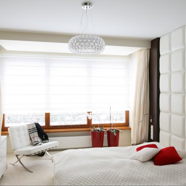 Biało–czerwona sypialnia.  Tutaj się wyśpisz!