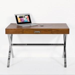 Biurko Class jest wyszukanym połączeniem nowoczesnej formy z elegancją wykonania. Pojemna szuflada z pewnością pomieści wszystkie podręczne rzeczy. Sprzedaż: Moma Studio. Cena: 3.349 zł.