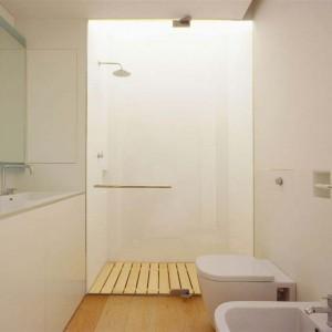Strefę prysznicową wydzielono szkłem. Fot. Jacopo Mascheroni