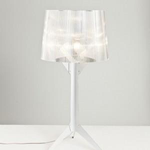 Alberto Meda zaproponował zmianę podstawy lampy na bardziej oszczędną. Proj.Alberto Meda Fot. Kartell.