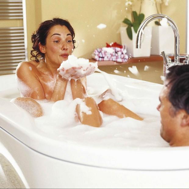 Kąpiel we dwoje. Zorganizuj romantyczny wieczór