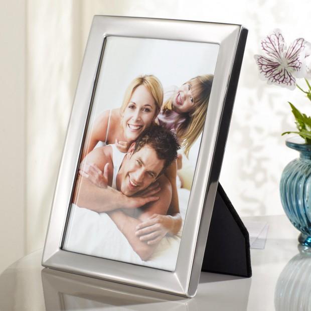 Dekoracja biurka. 15 ramek na zdjęcia dla niej lub dla niego