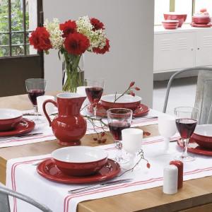 Ceramiczne miseczki z kolekcji Classiques. Wykonane są z ceramiki odpornej na uderzenia i zarysowania. Można ich używać w piekarniku i kuchence mikrofalowej oraz myć w zmywarce. 44 zł/szt., Emile Henry/Le Duvel.