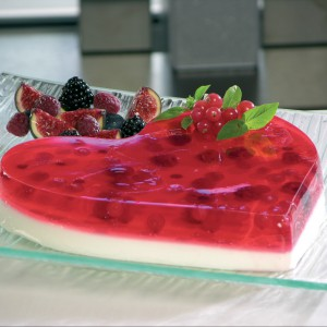 Forma do ciasta Serce w czerwonym kolorze. Wykonana jest z silikonu odpornego na wysokie i niskie temperatury (od -60 do +260°C), dzięki czemu nadaje się również do robienia deserów. Formę można wstawić do lodówki, zamrażarki, piekarnika i kuchenki mikrofalowej. 79 zł, Lekue/Galeria Limonka.