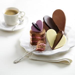 Forma do lizaków i czekoladek w kształcie serc w kolorze różowym. Wykonana jest z silikonu. 64,99 zł, Lekue/AleDobre.pl.