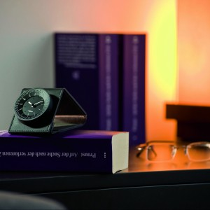 Zegar z budzikiem w etui Giorgio Klappwecker sprawdzi się na biurku, jak i podczas podróży. Idealny na delegacje. Sprzedaż: All4Home, cena: 224 zł.