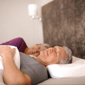 Sissel Silencium to ortopedyczna poduszka, która zapobiega chrapaniu, dzięki monitorowaniu dźwięków oraz pozycji głowy na poduszce. Fot.Sissel.com.pl.