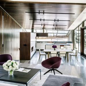 Część dzienna - widok na jadalnię i kuchnię. Fot. Fougeron Architecture.