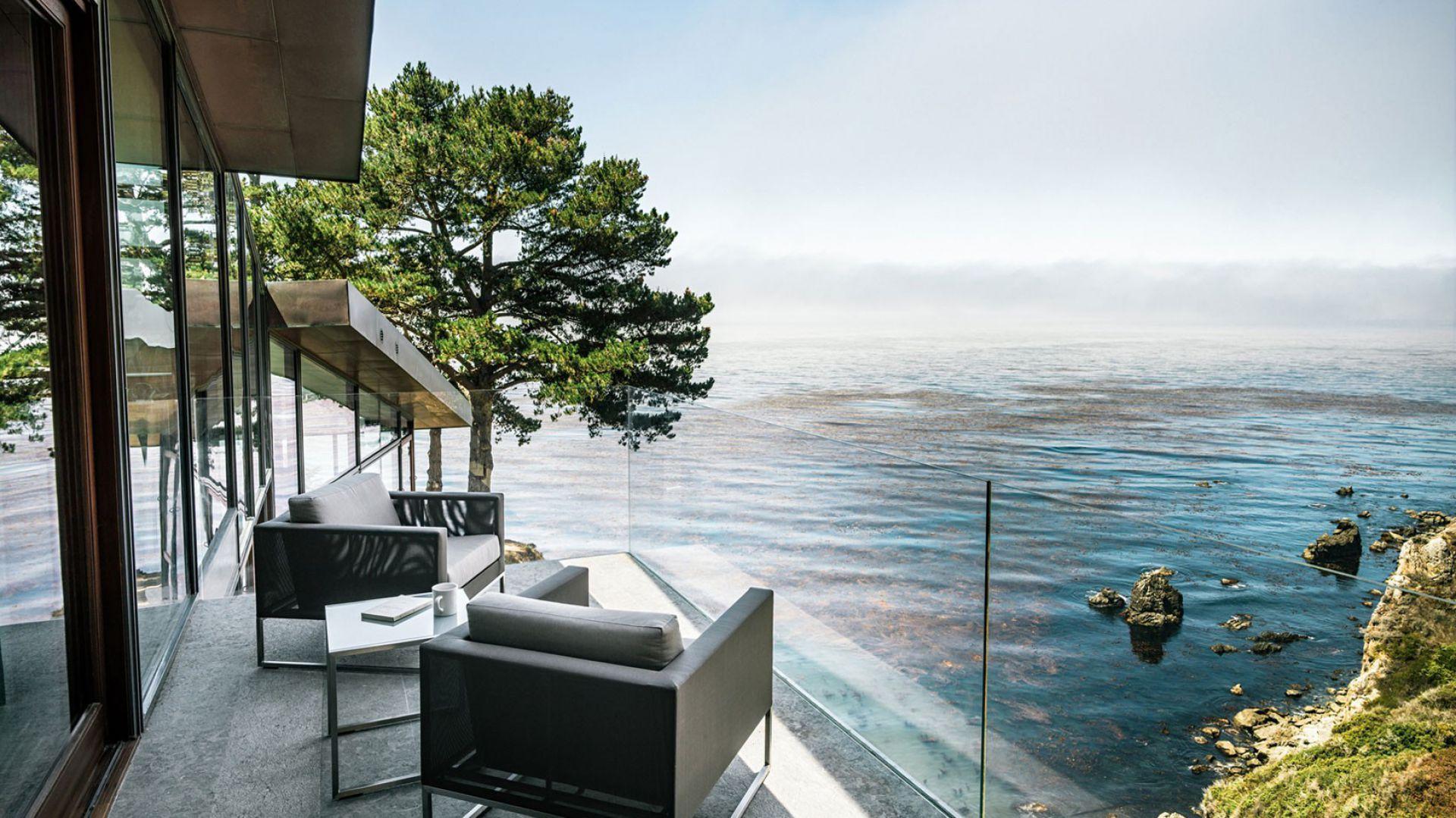 Trudno wyobrazić sobie taki dom bez tarasu, z którego można by podziwiać krajobraz. Fot. Fougeron Architecture.