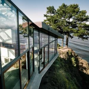 Wrażenie robi nie tylko dzika przyroda, ale także imponująca bryła budynku. Fot. Fougeron Architecture.