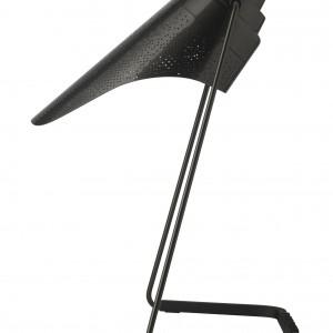 Lampa Perf wykonana w całości z metalu. Nietypowy klosz z dziurkowaną strukturą w ciekawy sposób oświetla wnętrze. Cena 1.660 zł.Fot. Disel by Foscarini / Stereodesign.pl.
