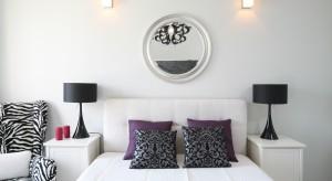 Lampka nocna to nieodłączny element każdej sypialni. Przedstawiamy 12 aranżacji w których wykorzystano stojące lampki nocne umieszczone na szafkach i stolikach.