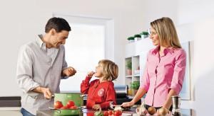 Zielone, czerwone, żółte, turkusowe, a może bardziej tradycyjne w kolorze stali? Takie mogą być garnki w waszej kuchni. Zobaczcie sami.