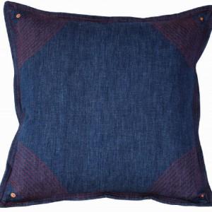 Bogata kolekcja poduszek uzupełniających kolekcję Jean Paul Gaultier Pour Roche Bobois Paris. Wzory inspirowane tatuażami, gorsetami, logo projektanta, sceny filmowych pocałunków, dżins, marynarskie pasy – nie tylko dla wielbicieli stylu projektanta. Fot. Roche Bobois.