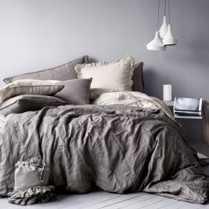 Neutralne barwy w ciemniejszych odcieniach. Fot.H&M Home.