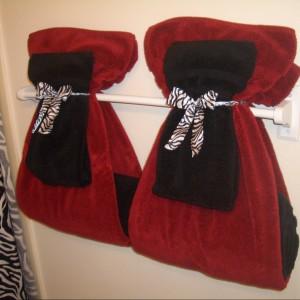 Dekoracyjne wiązanie ręczników. Fot. Evemvp.