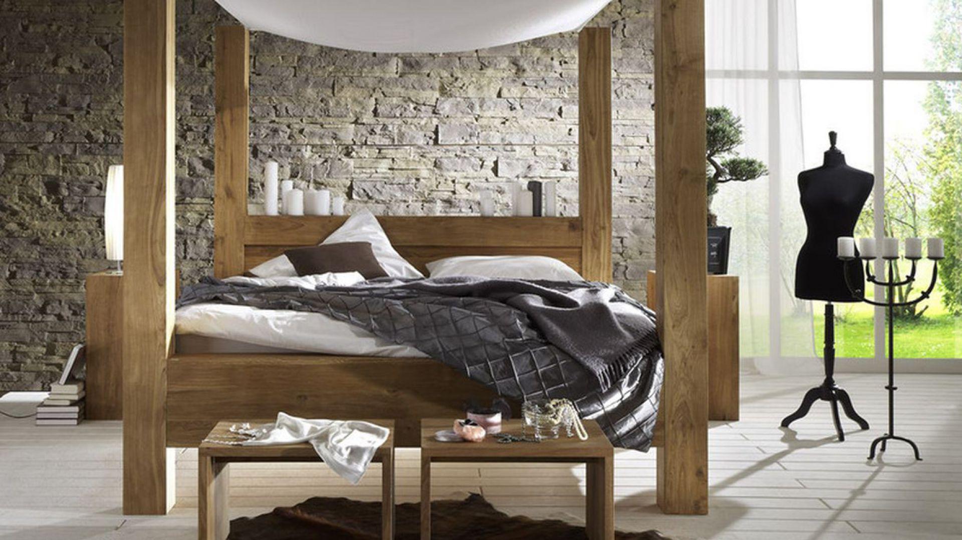 Dębowe łóżko z baldachimem Balodar. Cena od 8.000 zł.Fot. D&E furniture - Italia/ Seart.pl.