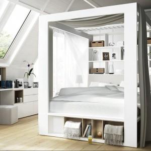 Białe łóżko z kolekcji 4 you by Vox z baldachimem i regałem. Cena od 2.978 zł.Fot.Meble Vox.