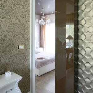 Wnętrze sypialni jest kontynuacją wystroju panującego w pozostałej części mieszkania. Proj.Agnieszka Hajdas - Obajtek. Fot.Bartosz Jarosz.