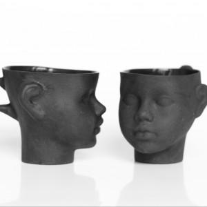 Porcelanowe filiżanki w czarnym kolorze. Fot. Endesign.