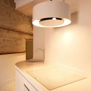 Nowoczesny okap w nowoczesnej kuchni. A to wszystko w XVIII-wiecznym domu? Takie rzeczy tylko w Rzymie... Fot. Archifacturing.