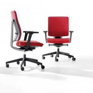 Krzesło obrotowe Xenon. Producent: Profim. Cena: od 1.010 zł. Fot. MTP.