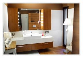 Nowoczesna łazienka z elementami rustykalnymi.