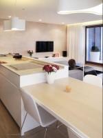 Apartament w Warszawie - salon połączony z kuchnią.