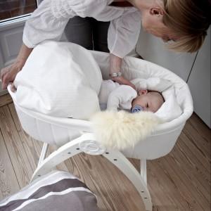 Mobilne łóżeczko Baby Dan - Angel 3w1 może być używane także jako leżaczek i krzesełko. Cena: 1.197 zł, sprzedaż: coocoo.pl.