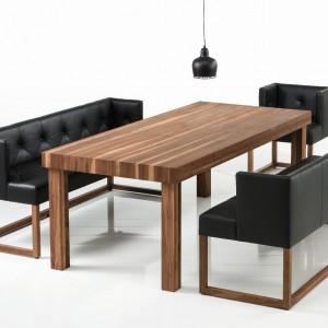 Pikowane ławy-sofki Belami świetnie się zaprezentują we wnętrzu tradycyjnym, ale też industrialnym. Fot. Brühl.